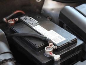 Πόσος χρόνος χρειάζεται για τη φόρτιση μιας νεκρής μπαταρίας αυτοκινήτου;